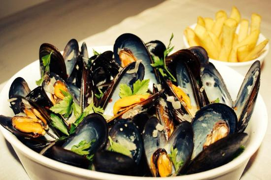 Brussels Tourism - Moules et Frites - Popular Dish In Belgium - FrizeMedia