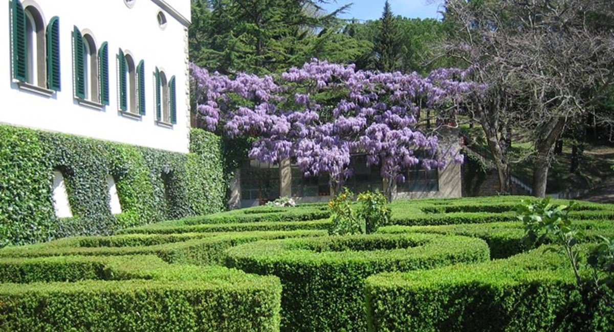 Florence Accommodation - Italian Villa - FrizeMedia - Digital Marketing Advertising Consulting