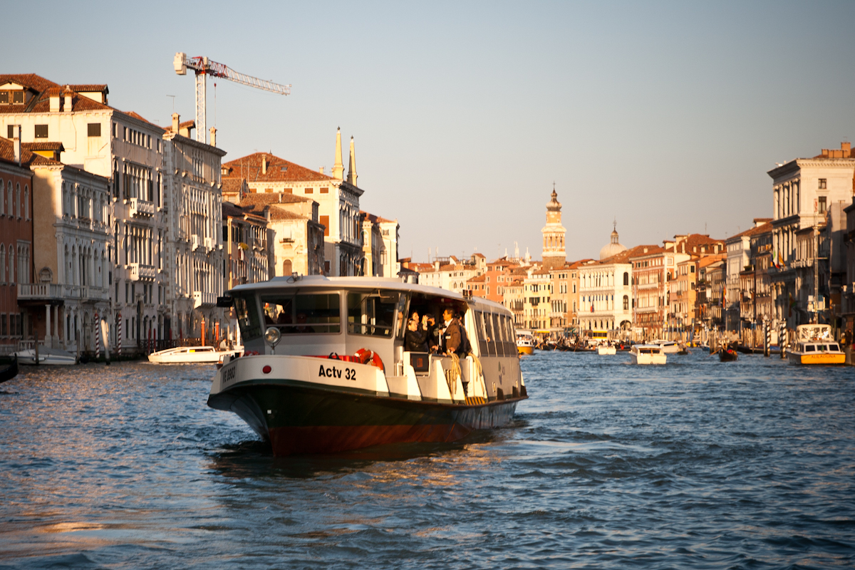 Venice Italy - Vaporetto - Water Taxi - FrizeMedia Digital Marketing Advertising Consulting