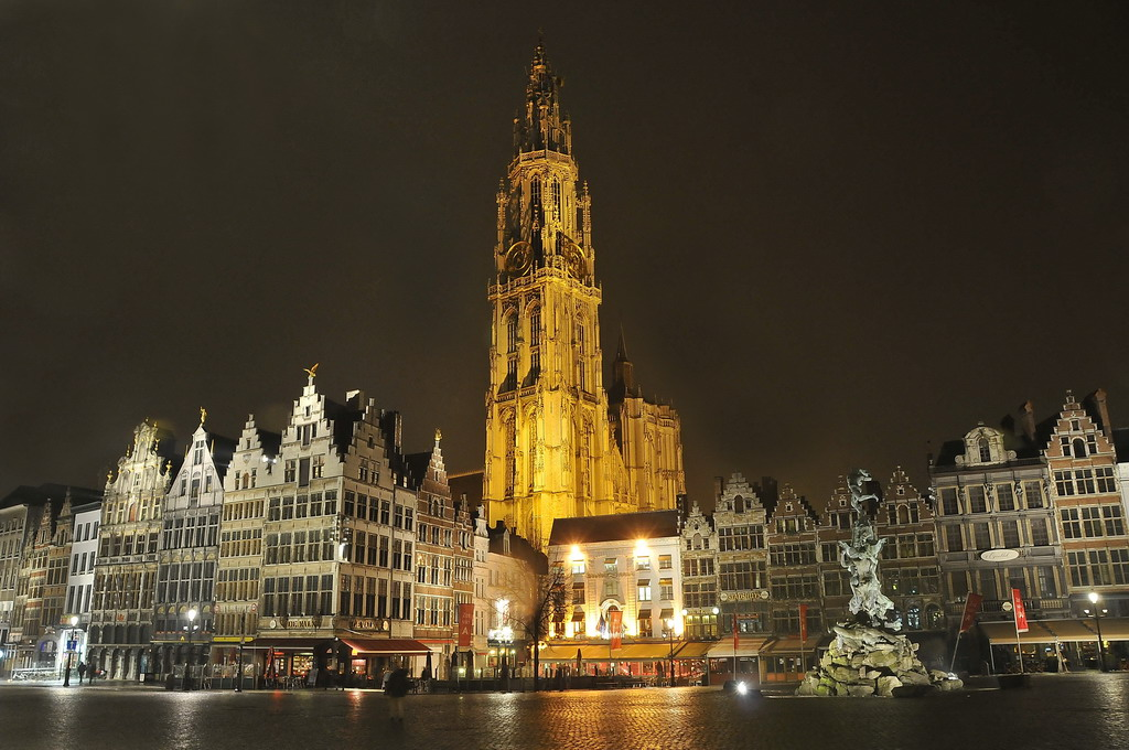 Brussels Tourism - Onze Lieve Vrouwekathedral - Belgium - FrizeMedia